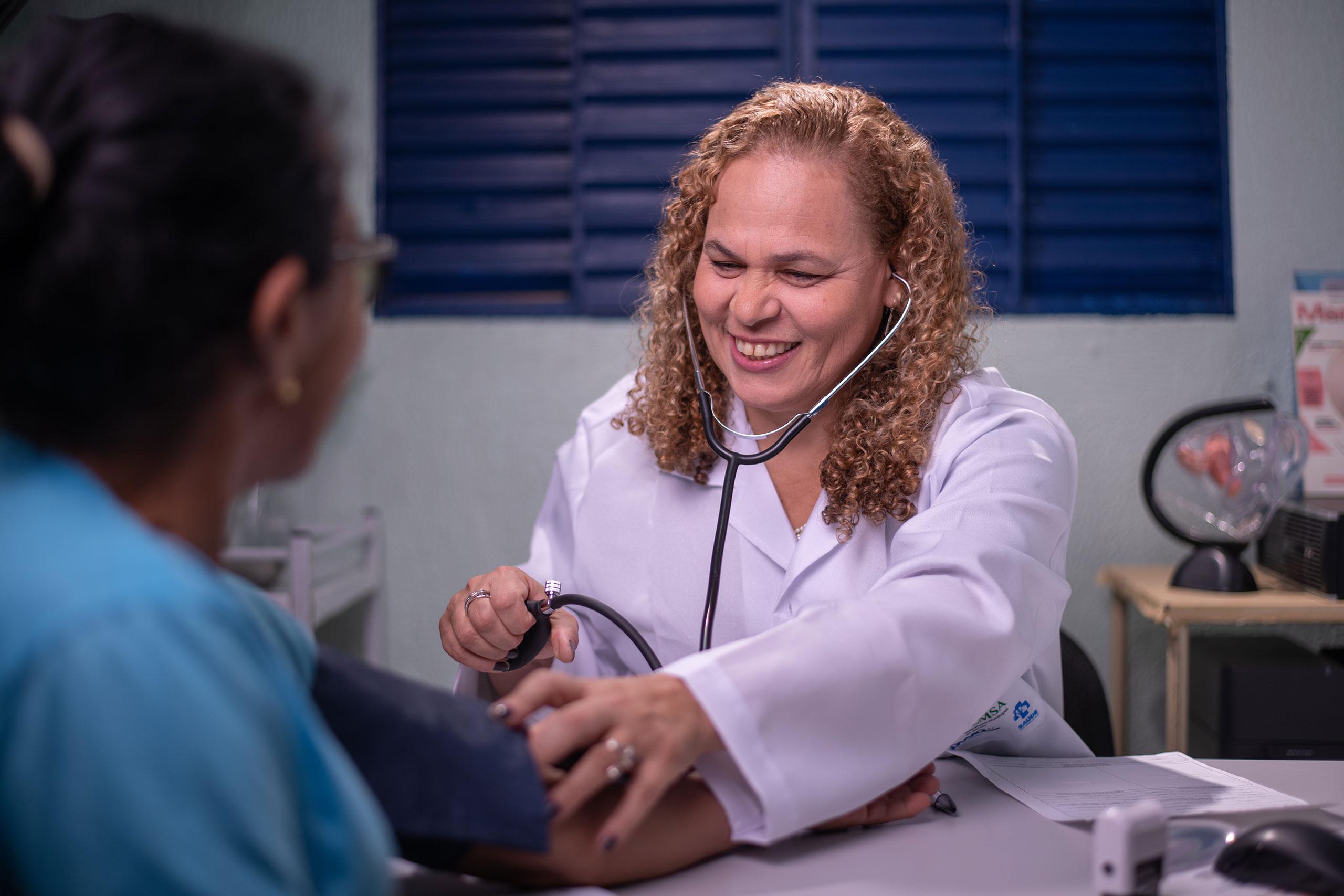 Enfermeira Atendendo